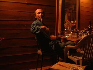 夜のカフェテリア