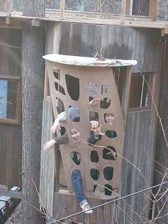 ツリーハウスで遊ぶ