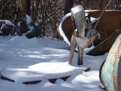 雪の中の彫刻