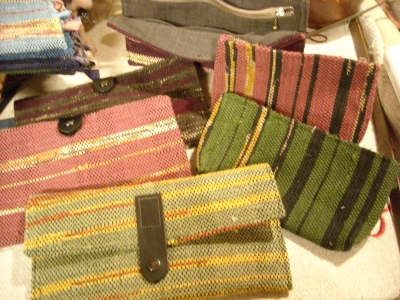 裂き織りの財布